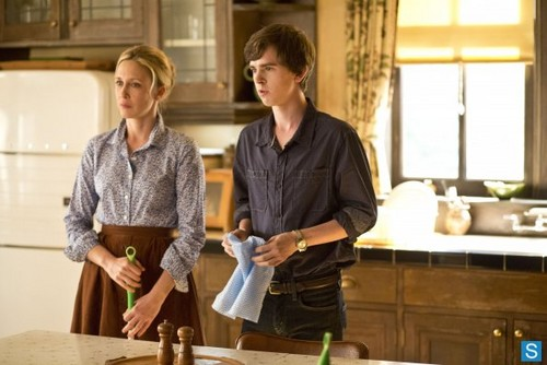 Bates Motel fondo de pantalla entitled Bates Motel - Episode 1.02 - Nice Town tu Picked, Norma - Promotional fotos