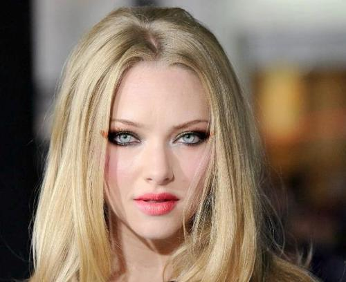 Amanda Seyfried वॉलपेपर containing a portrait entitled Beautiful Amanda