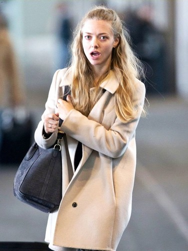Amanda Seyfried wallpaper probably with an overgarment, a box coat, and a trench coat entitled Beautiful Amanda