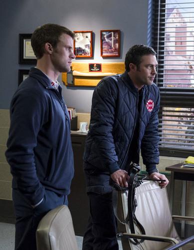 """Chicago feuer (2012 TV Series) Hintergrund entitled Chicago feuer 1x18 """"Fireworks"""""""