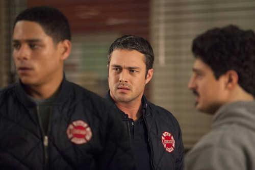 """Chicago feuer (2012 TV Series) Hintergrund possibly with a jersey, a polo shirt, and a leisure wear entitled Chicago feuer 1x18 """"Fireworks"""""""