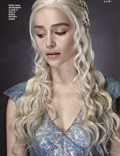 Daenerys Targaryen wallpaper possibly containing a portrait entitled Daenerys Targaryen S3