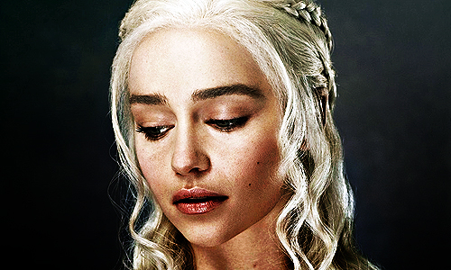 Daenerys Targaryen wallpaper probably containing a portrait entitled Daenerys Targaryen