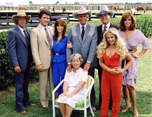 Memorable TV wallpaper containing a business suit entitled Dallas ಇ