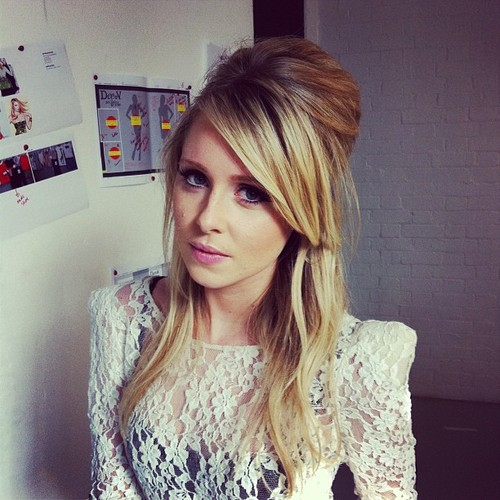 Diana Vickers দেওয়ালপত্র possibly with a pullover and a portrait titled Diana <3