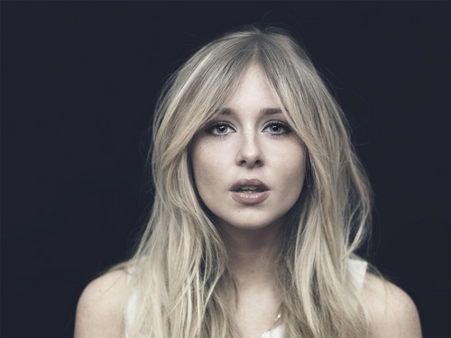 Diana Vickers দেওয়ালপত্র containing a portrait called Diana Vickers <3