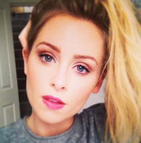 Diana Vickers achtergrond with a portrait entitled Diana Vickers