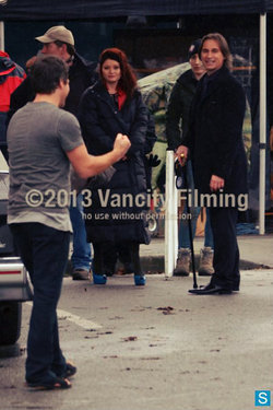 Emilie de Ravin and Robert Carlyle on set