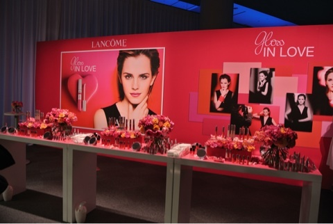 Emma Watson wolpeyper probably containing a bouquet entitled Gloss In pag-ibig for Lancôme