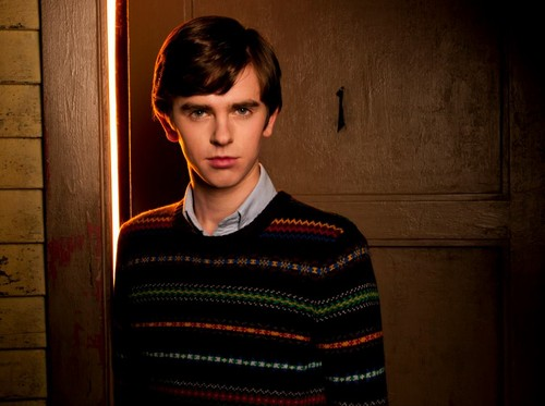 Bates Motel Hintergrund entitled Meet the Cast
