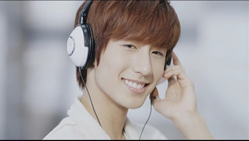 Boyfriend wallpaper probably with a portrait called Minwoo