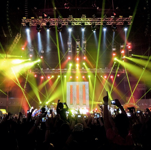Paramore live at Mall of Asia Arena, Manila, Philiphines 15022013