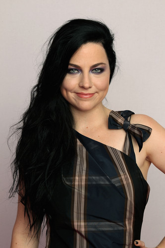 Portraits during the mtv europa música Awards 2011
