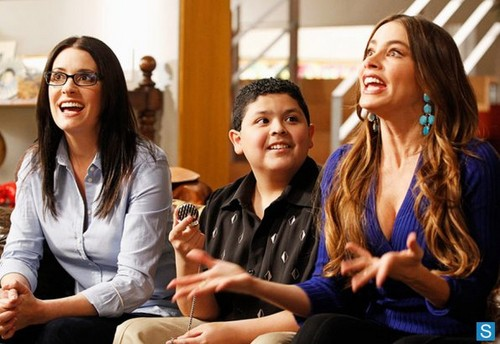 Promo Pic- 4x20, Paget on Modern Family