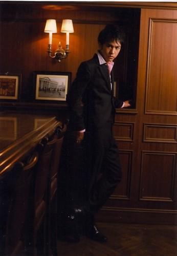RMB: Yuichi Tsuchiya as شراب, ٹھیکی Ichimaru