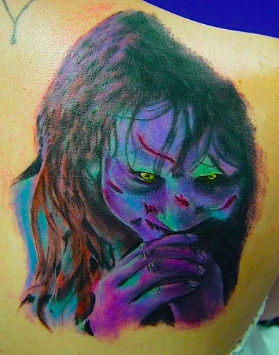 The Linda Blair Pretty Corner দেওয়ালপত্র possibly with a red cabbage entitled Regan Tattoo