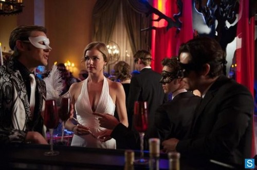 Revenge - Episode 2.18 - Маскарад - Promotional фото