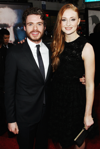 Conventions et autres sorties Richard-and-Sophie-richard-madden-33981252-337-500