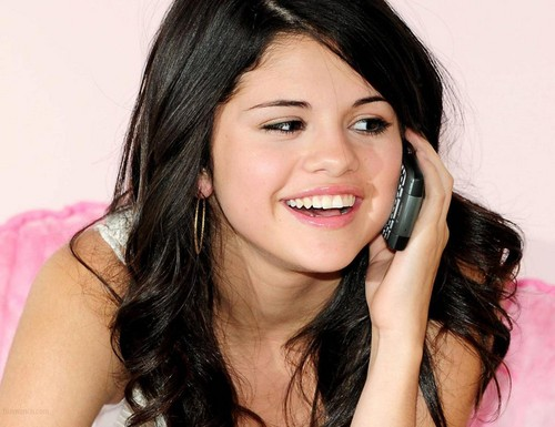 Selena Gomez karatasi la kupamba ukuta with a cellular telephone entitled Selena Gomez