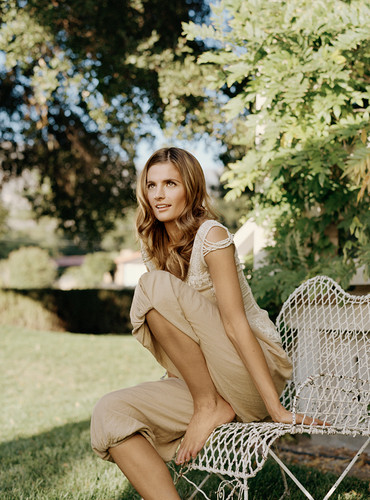 Stana Katic karatasi la kupamba ukuta probably containing a park bench titled Stana <3