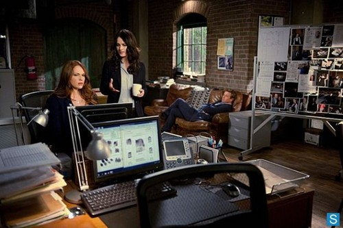 The Mentalist - Episode 5.18 - Behind the Red Curtain - Promotional تصاویر