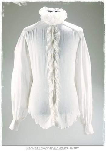 "The chemise Worn par Michael In The 1996 Short Film, ""Ghosts"""