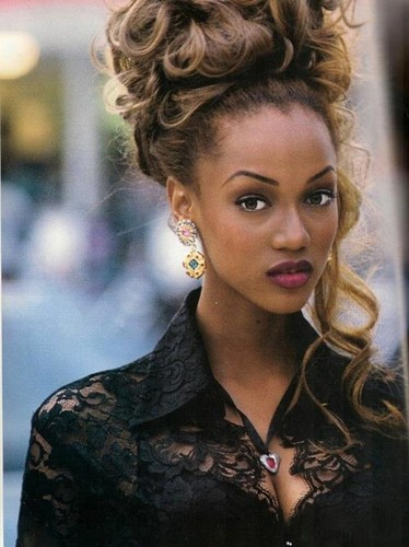 Tyra Banks wolpeyper possibly with a portrait called Tyra