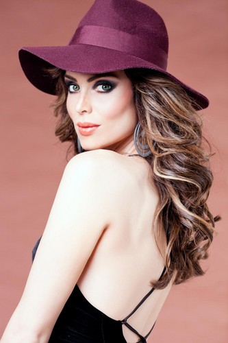 Antm winners wallpaper with a fedora called Yoanna House