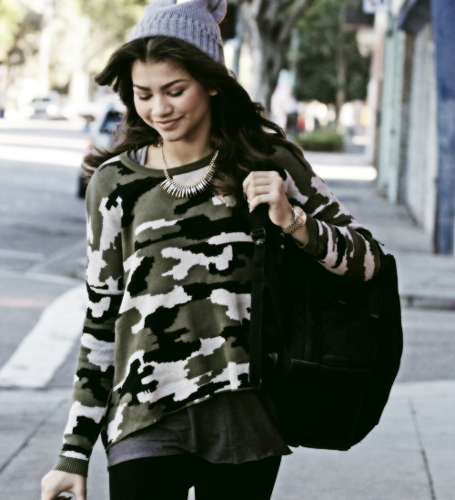 Zendaya Coleman wallpaper probably with a hip boot, a street, and an outerwear entitled Zendaya <3