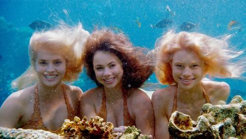 मत्स्य कन्याओं in the ocean