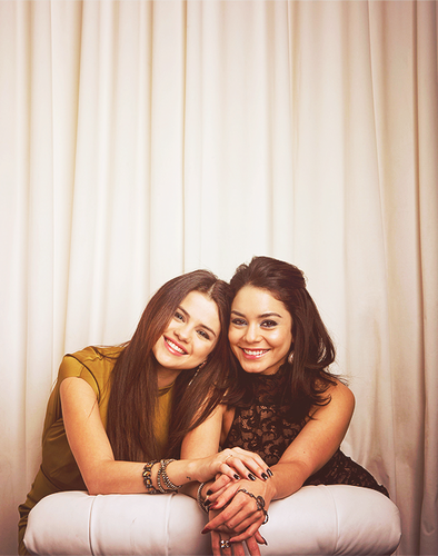 selena gomez and vanessa hudgens beautiful girls :)