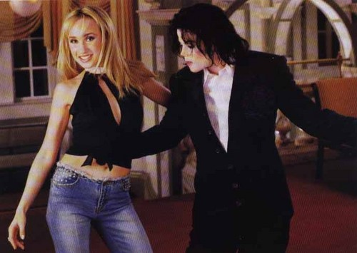 ♪♫ MICHAEL - DANCING IN 2002 ♫♪