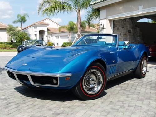 美利坚合众国 壁纸 probably with a roadster and a 可兑换, 可转换, 敞篷车 called 1969 corvette