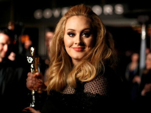 Adele with the Oscar