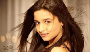 Алия Бхатт Обои containing a portrait, attractiveness, and skin titled Alia bhatt