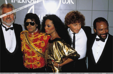 Backstage At The 1984 American 음악 Awards