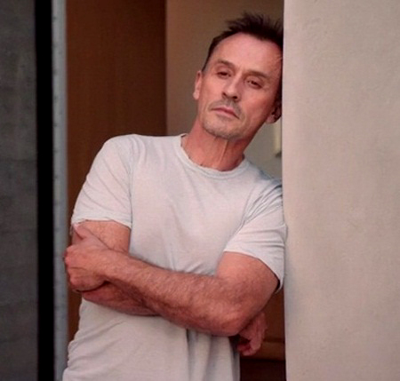 Robert Knepper wallpaper possibly with a sign and a holding cell entitled Cult 1.05