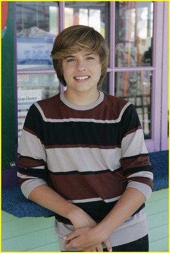 斯普劳斯兄弟 壁纸 probably with a sign called Dylan Sprouse