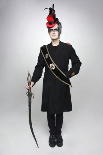 Goth Guy: Makeup / Fashion