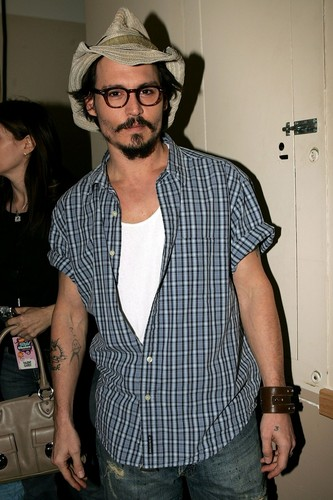 Johnny Depp wallpaper with a fedora, a boater, and a campaign hat called Johnny Depp at the Kid's Choice Awards 2005