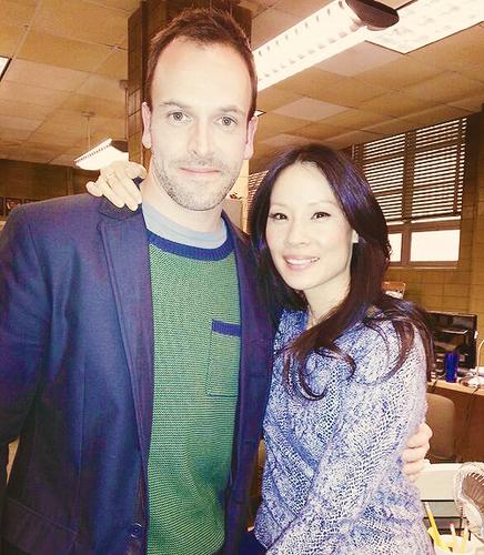 Jonny Lee Miller & Lucy Liu