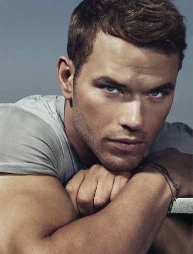 Hottest Actors wallpaper possibly containing skin called Kellan Lutz