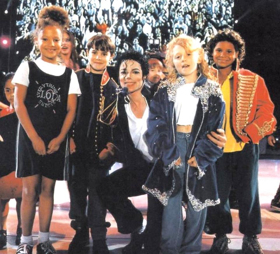 MICHAEL AND KIDS ON STAGE - HISTORY TOUR