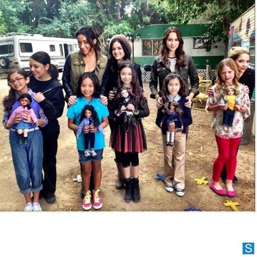 Pretty Little Liars - Episode 4.01 - 'A' is for A-l-i-v-e - Various BTS immagini