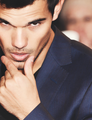 Taylor's sexy look - taylor-lautner fan art