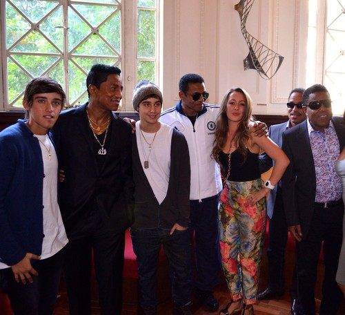 beau brooks and jai brooks with the jacksons and estelle landy from big brother