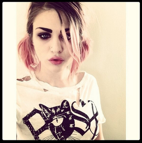 Frances Bean Cobain wallpaper probably with a portrait titled frances