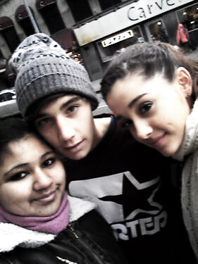 jai brooks and ariana grande with their fãs ♥♥