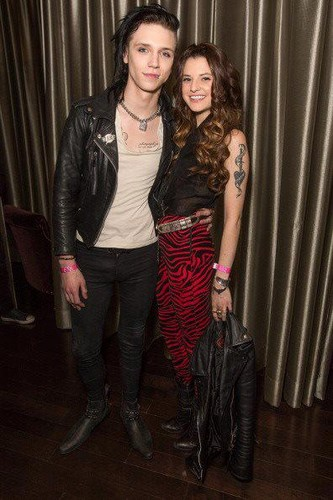 Andy Sixx Hintergrund possibly with a well dressed person titled <3<3<3<3<3Andy & Juliet<3<3<3<3<3