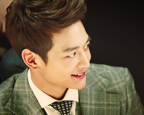 Choi Minho wallpaper probably containing a business suit entitled ★MINHO★